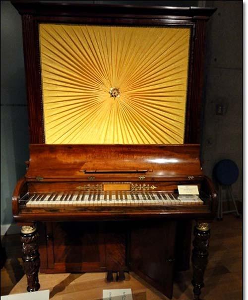 キャビネットピアノ